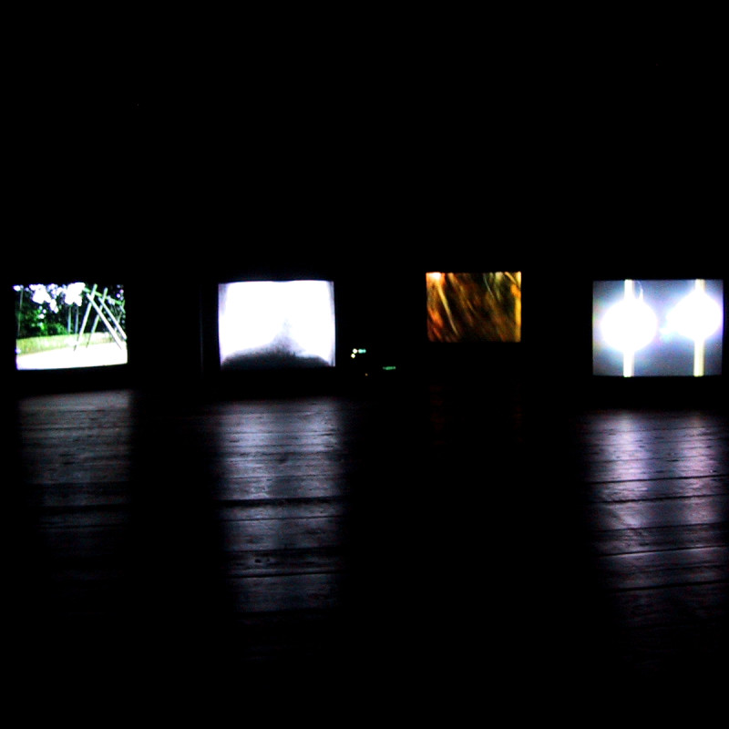 Hold Your Breath video sound installation by Stephane Leonard and Claudio Pfeifer